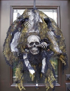 The Most Scary DIY Halloween Decoration Ideas For Your Home 21