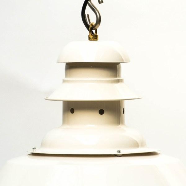 Suspension à col perforé blanc crème anciellitude