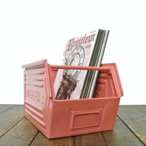 "Coloured metallic crates - ""old pink"" anciellitude"