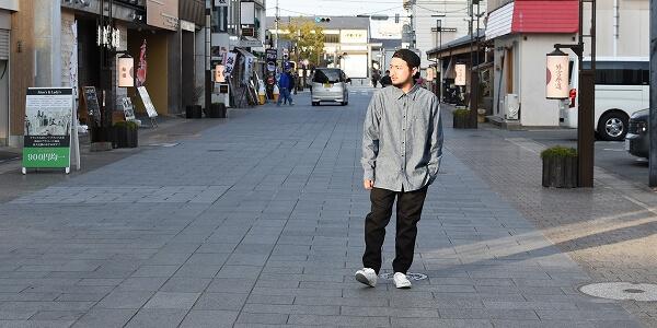定番をアップデート、進化を遂げたKUROのシャンブレーシャツ-JOSHUA BASIC SHIRT-