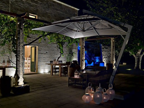 outdoor-table-lighting-parasol-relais-masseria-capasa-hotel