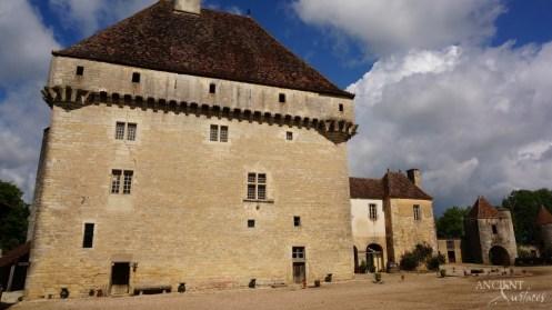 limestone-wall-cladding-castle-provence