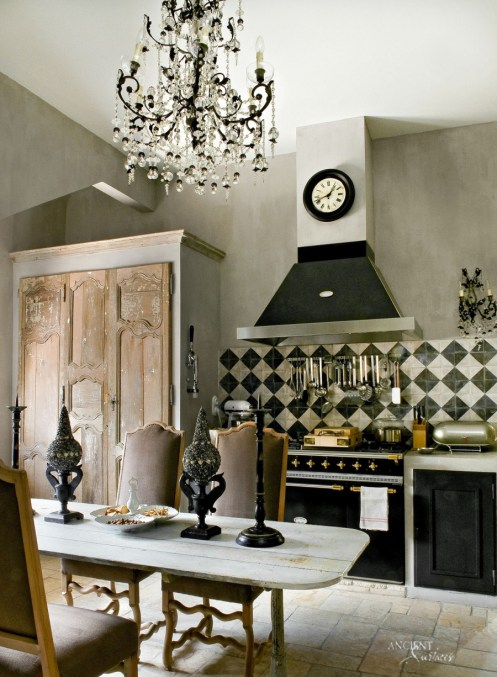 french-kitchen-with-limestone-pavers