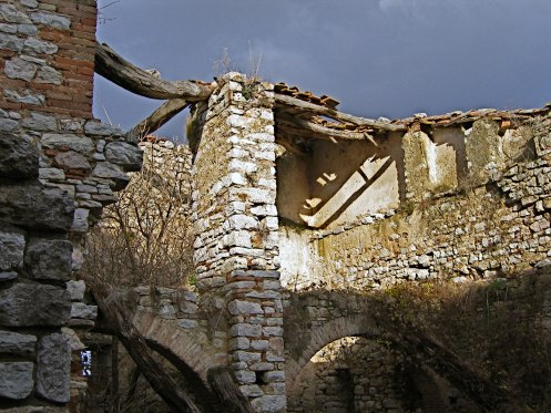 Castle di Procopio before respiration kitchen and bedroom above