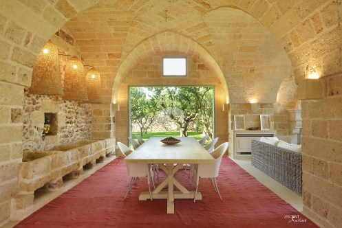 indoor-dining-area-limestone-wall-cladding-stone-entry-way