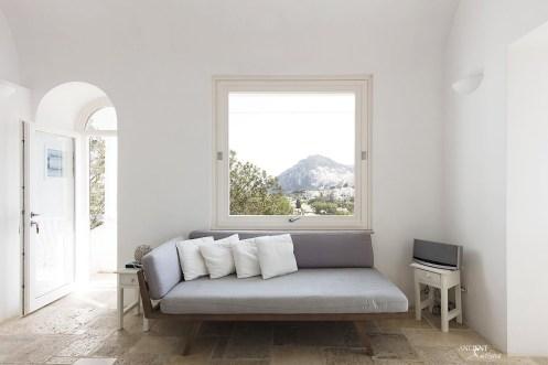 italian-farmhouse-house-beautiful-italy-limestone-flooring