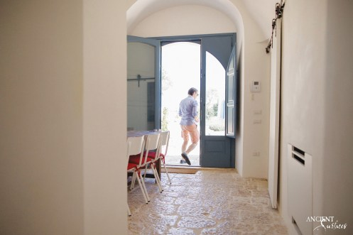 italian-italy-house-farmhouse-beautiful-limestone-flooring-floors