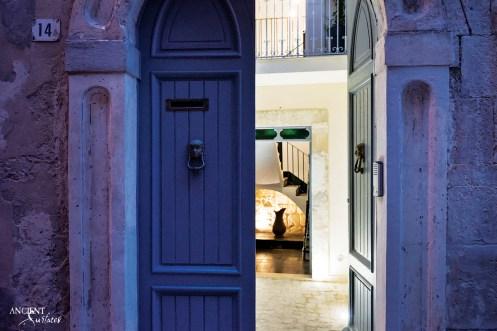 italian-limestone-wall-cladding-entryway-italian-house-vacation-beautiful