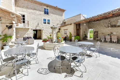 outdoor-seating-area-farmhouse-limestone-wall-claddng-architecture