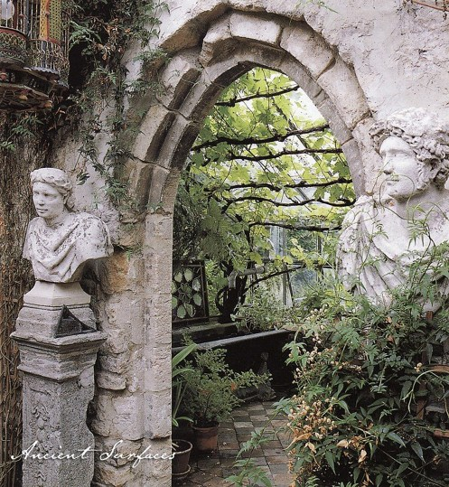 outdoor-garden-with-limestone-arch