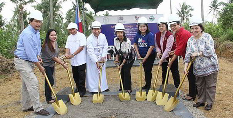 Archbishop Du, Jimmy Ilagan of CFC ANCOP Global and the executives of SM led by SM Supermalls President Annie Garcia during the ceremonial groundbreaking in December 2014