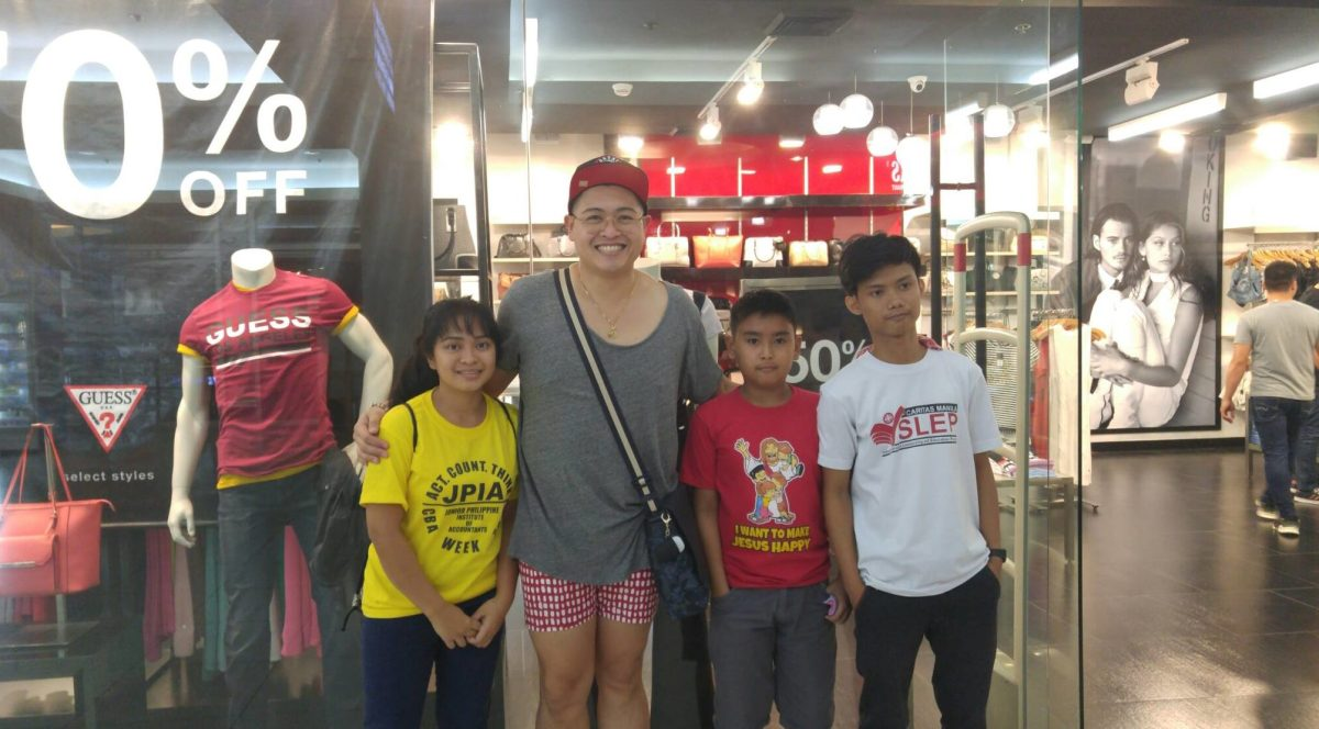 2Donor Jaie R Libramonte with scholars From Left Raquel Barruga Alvin Pinlac and Mark Joshua Reyes (1)