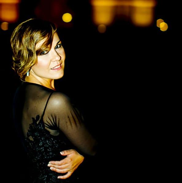 Divinas y Humanas - Elena Morales presenta 'La noche de mi amor'