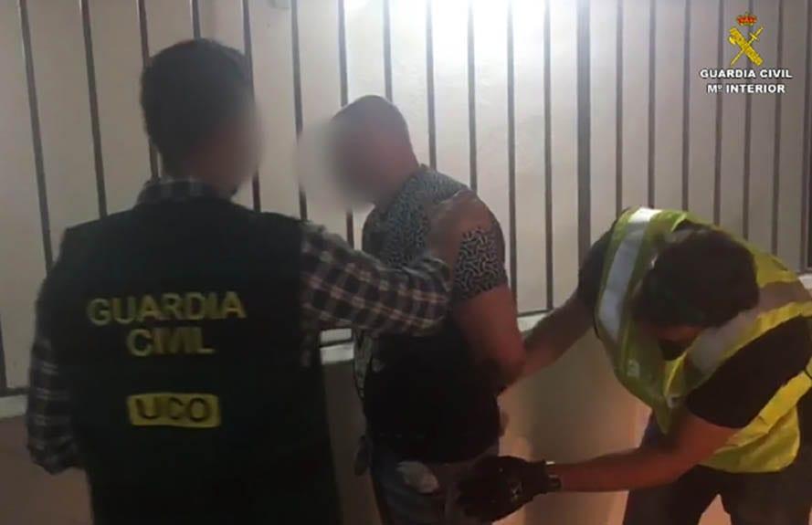 ex oficial de policía ruso detenido