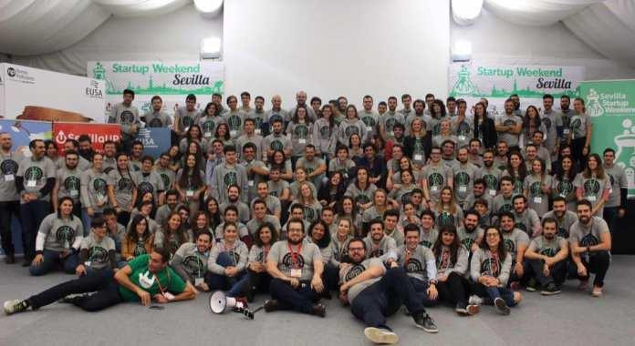 Foto de familia de participantes del Global Startup Weekend Sevilla del 2017