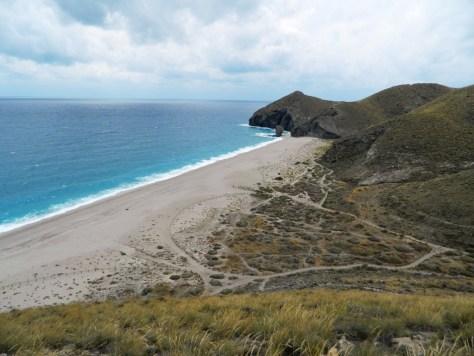 Una fantastica vista della spiaggia de Los Muertos a Carboneras.