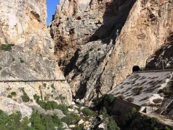 visitare_caminito_del_rey_tunnel
