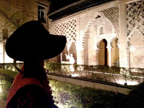 Dove uscire la sera a Siviglia - Un momento emotivo di danza in costume nell'Alcazar di Siviglia.