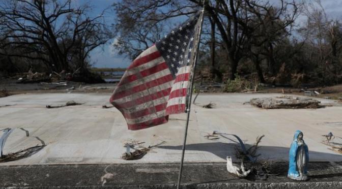 El ciclón Laura causa daños millonarios en EEUU y el Caribe