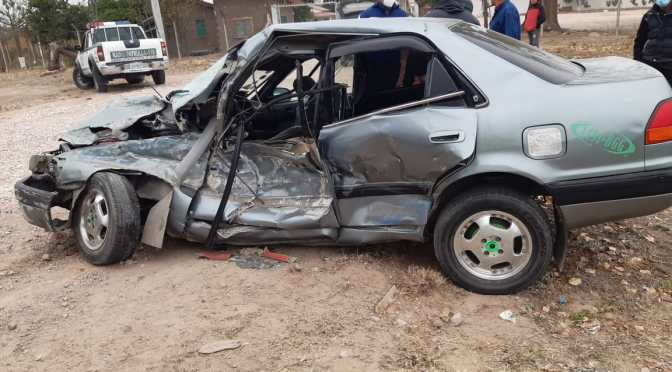 Cuatro personas resultan heridas en una colisión de un taxi con un camión en Yacuiba