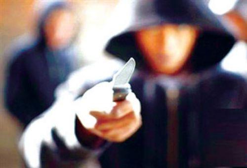 Dos ciclistas asaltan con arma blanca a un quinceañero, le robaron su laptop y celular