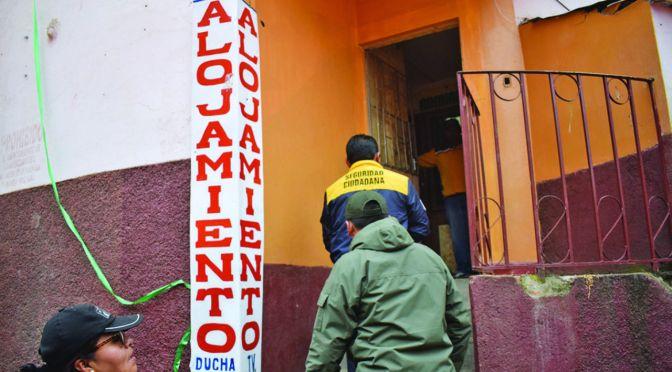 En un alojamiento de El Alto encuentran personas indocumentadas y armas blancas,