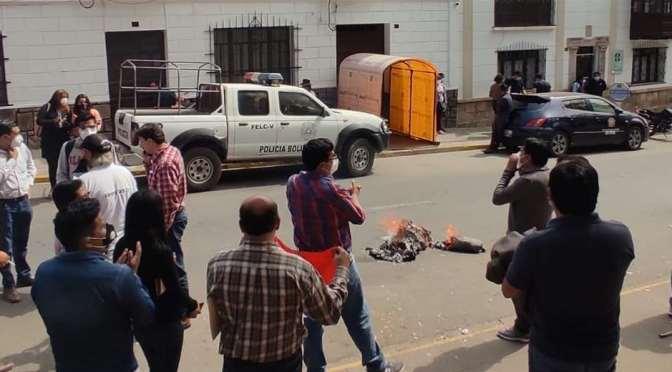 Cívicos acusan a Lanchipa de enriquecimiento ilícito