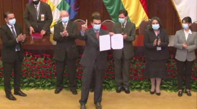 Rodrigo Paz recibe acreditación como Senador