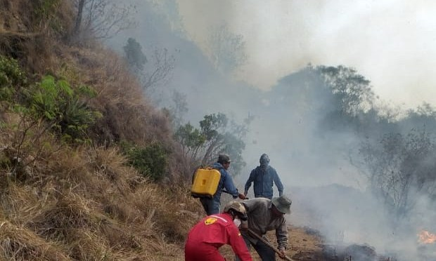 Bolivia arde y Añez otorga más de 14 millones de bolivianos al ministerio de Defensa