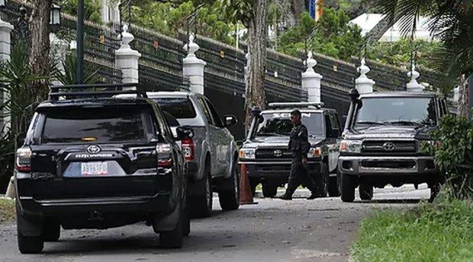 España denunció que el régimen de Maduro violó la Convención de Viena al detener personal de su Embajada