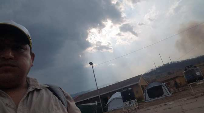 La lluvia ayuda a sofocar el incendio en Busuy y causa emoción en los voluntarios