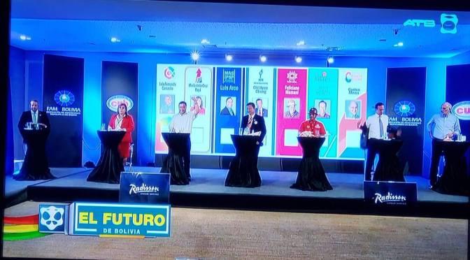 Con canciones, frases en quechua e inglés, los candidatos se midieron en un debate