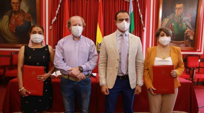Oliva posesiona a Lily Morales, Mario Cavero y Paola Mendoza como nuevos secretarios