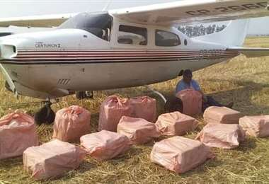 Allanan dos hangares de El Trompillo tras hallazgo de avioneta con droga en Paraguay