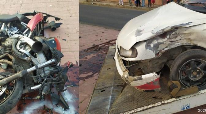Conductor de motocliceta con fractura tras una colisión con un vehículo en la avenida Integración