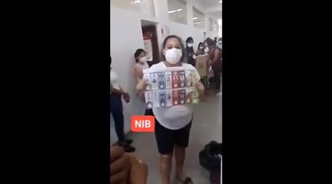 Una mujer denuncia que le entregaron una papeleta marcada