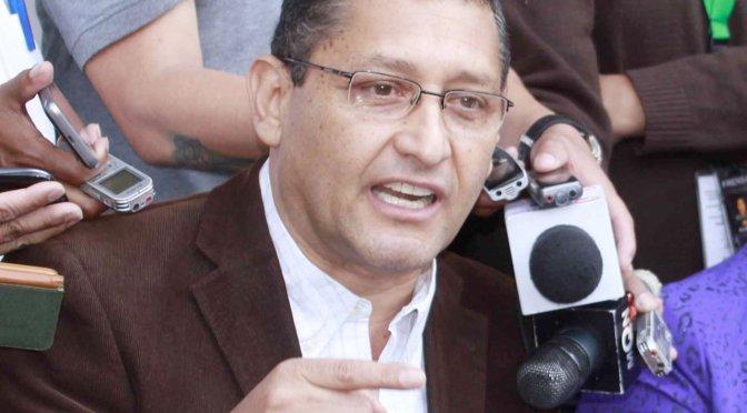Oscar Montes plantea dejar de atender temas como la salud, caminos y gas para salir de la crisis