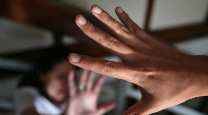 Mujer denuncia a su pareja tras brutal golpiza con puños y patadas en la cara