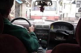 Una mujer denuncia a un taxista por que le dio cambio con billetes falsos
