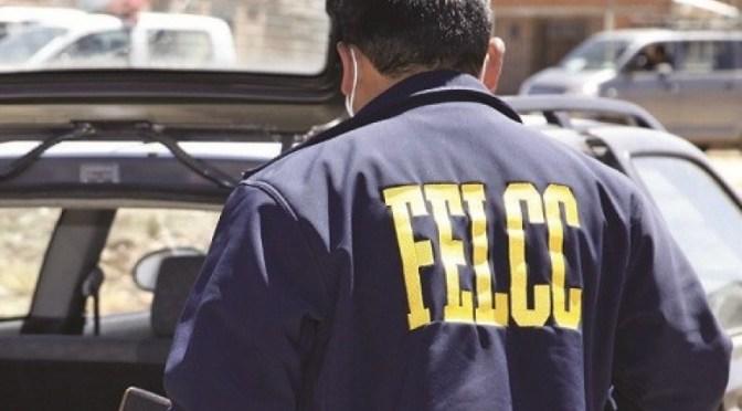 Dos sujetos le roban el celular a una mujer y la dejan encerrada en una residencial