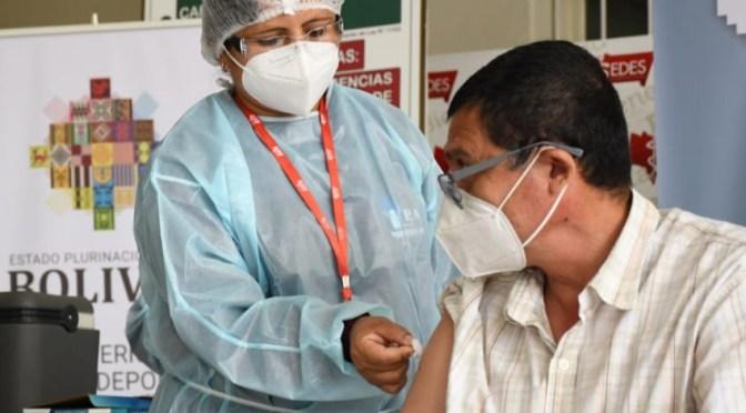 El 80 % de los vacunados contra el covid-19 tuvieron alguna respuesta leve