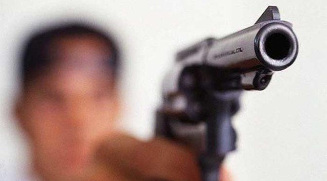"""Un delincuente conocido como el """"Cuchi"""" amenaza y agrede con arma de fuego a dos sujetos"""