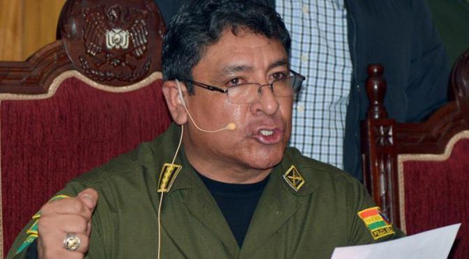 Ordenan aprehensión de excomandante Calderón por presunto «golpe», hicieron 3 allanamientos