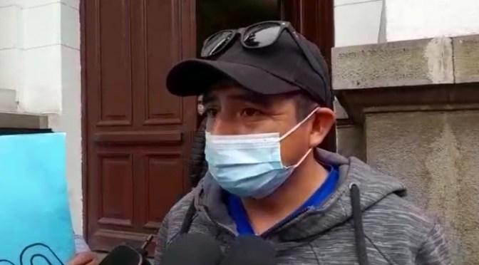 Trabajadores de salud se movilizan exigiendo el pago de sueldos