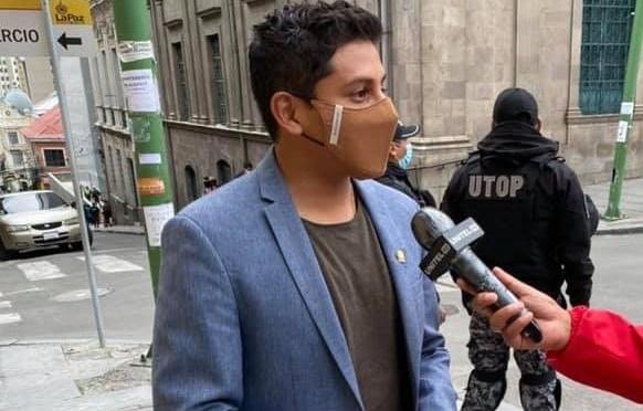 Esperan decisión de Comisión sobre situación de Rosas en Comunidad Ciudadana