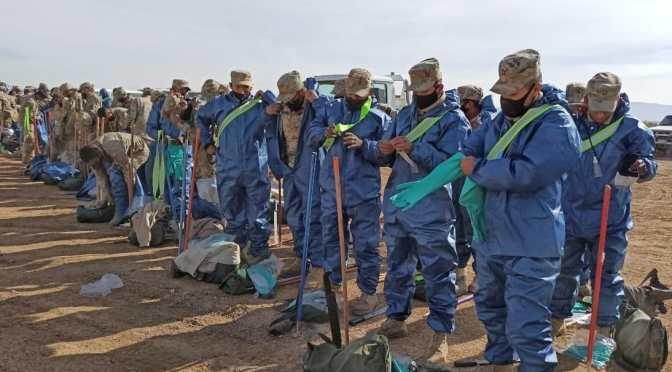 YPFB dota a la Segunda División del Ejército de Oruro de 161 trajes de bioseguridad para limpiar el lago Uru Uru
