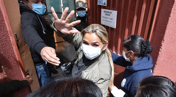 Áñez se negó a ser atendida por el médico del penal de Miraflores