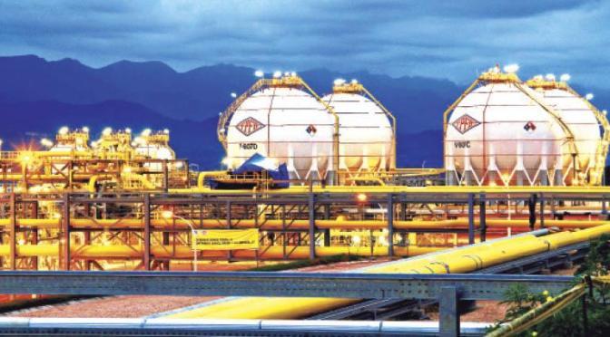 Disminuye la exportación de gas al Brasil, el MAS apunta al exministro Zamora