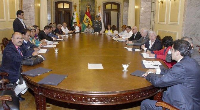 Ministerio de Justicia apunta a tres decretos de Añez y su gabinete por el sobreprecio y coimas