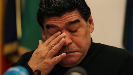 Médicos afirman que Maradona agonizó 12 horas antes de morir